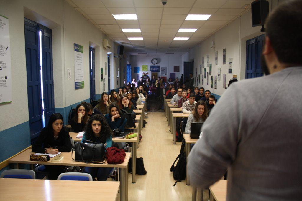 Alumnos de ESCO y ESCAV en la charla de Rafa Fortis, Director Creativo de Kitchen