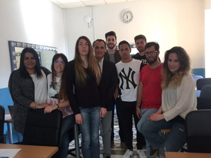 Diego Oliva con los alumnos de 4º de Periodismo